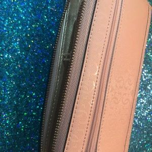 Guess NWT BABY PINK WALLET